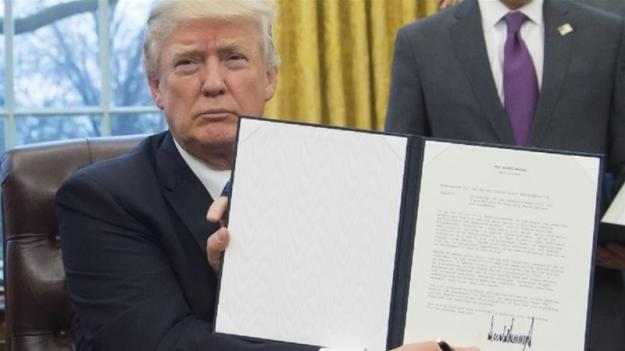 trump-displays-executive-order